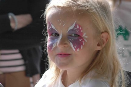 CHSW child with facepainting