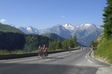 Cycle the mountain peaks and alpine valleys of the Pyrenees