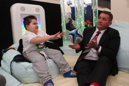 Phil-Vickery-visits-Little-Bridge-House-sensory-room