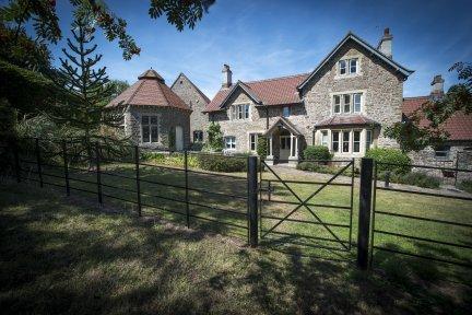 Charlton-Farm-childrens-hospice