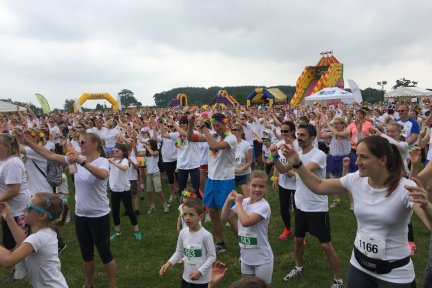 Crowds-at-Rainbow-Run-Exeter