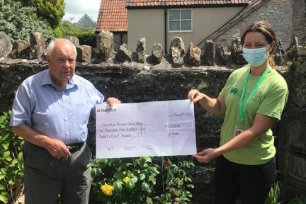 John-presents-a-cheque-to-Kylie
