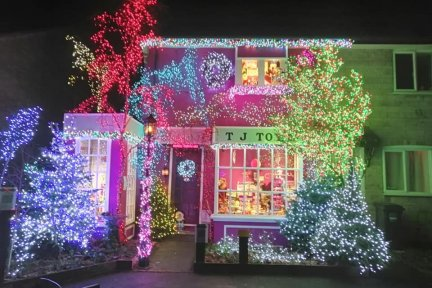 John-Burge-Christmas-lights-credit-Cathy-Rogers