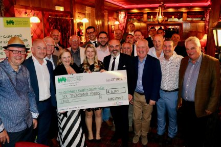 The Kingsman in Plymouth handover £6000 donation to CHSW