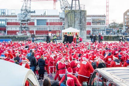 thousands-of-bristol-santas