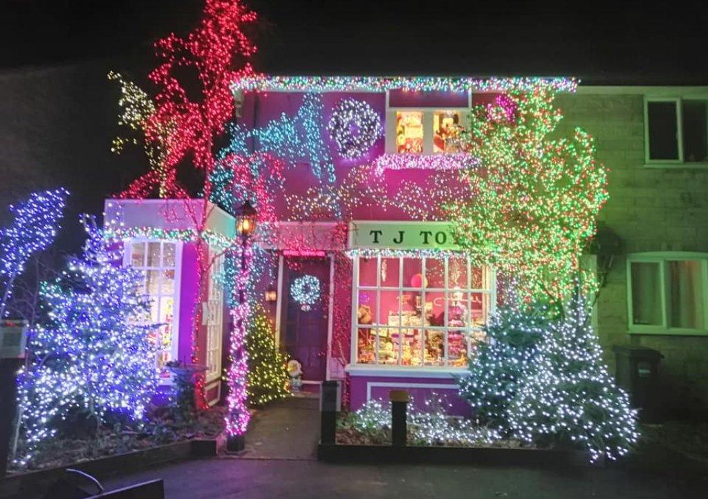 John-Burge-Christmas-lights-credit-Cathy-Rogers