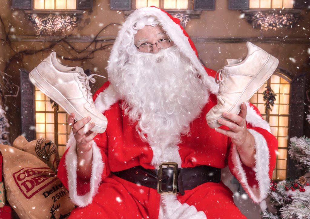 Santa has got his trainers at the ready for this year's Santas on the Run goes freestyle virtual event supporting Children's Hospice South West. Photo: Katie Forshaw Photography