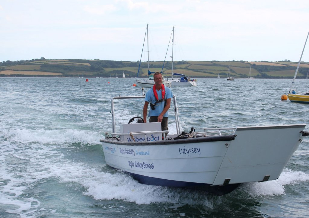 Fully accessible powerboat