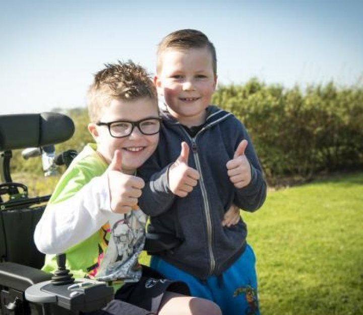 Boy-with-brother-thumbs-up-01.JPG