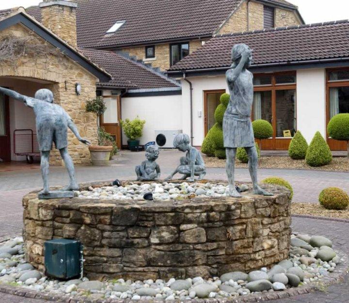 Little Bridge House statues