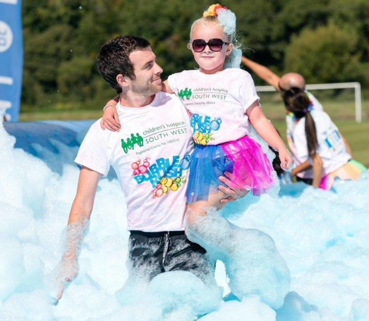 Bubble Rush - dad carrying daughter